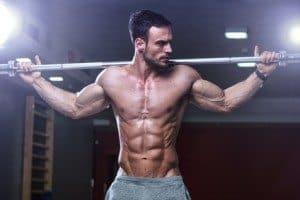 Mand som styrketræner